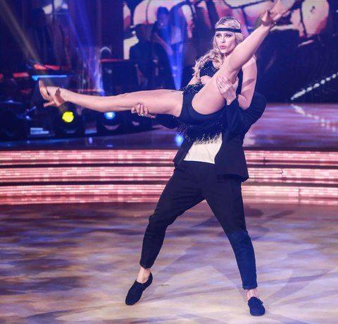 """Il giudice di """"ballando con le stelle"""" giudica Martina Stella: """"sei arr.apa.nte!!"""""""