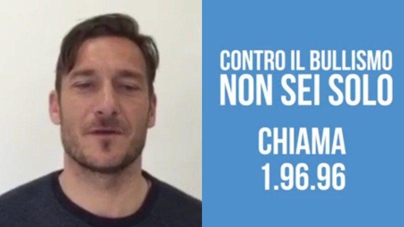 Francesco Totti e telefono azzurro dicono ''stop al bullismo''