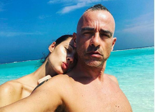 Eros e Marica, passione alle Maldive