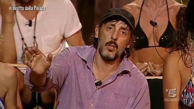 Isola dei Famosi 2017, Ceccherini non si regola: brutto gesto contro Giacomo Urtis