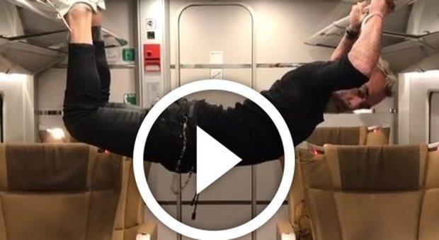 Gianluca Vacchi 'maleducato' sul treno: ecco cosa fa? durante l'ennesimo balletto