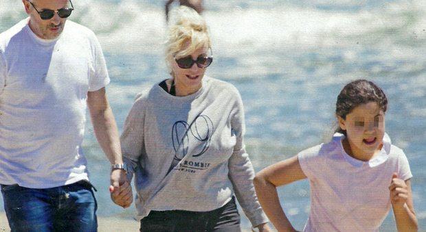 Antonella Clerici fuga dalla tv: vacanze ad Ansedonia con Vittorio Garrone e Maelle