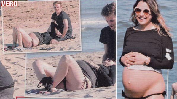 Myriam Catania incinta, lo slip scende... a livelli di guardia