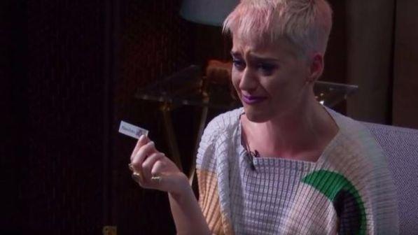 Katy Perry tra le lacrime racconta di aver pensato al suicidio