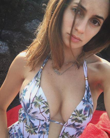 Rossellina Fiammingo sexy e imbronciata al mare senza Luca Dotto