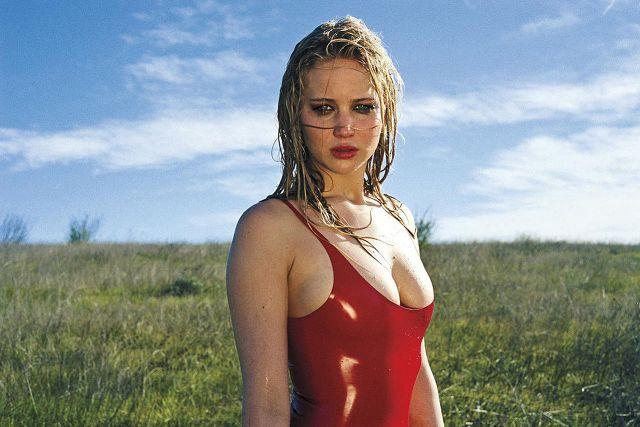 Jennifer Lawrence, paura in volo: illesa dopo un atterraggio di emergenza