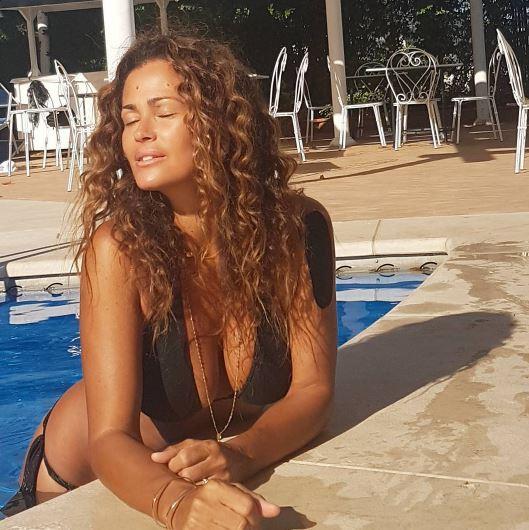 Samantha De Grenet, bikini da schianto in Sardegna