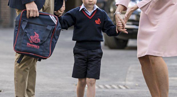 Il primo giorno di scuola del principino George: mamma Kate se l'è perso, ecco perché