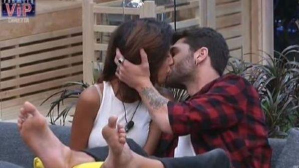 Grande Fratello Vip 2017, Jeremias e Carla: ecco il primo bacio