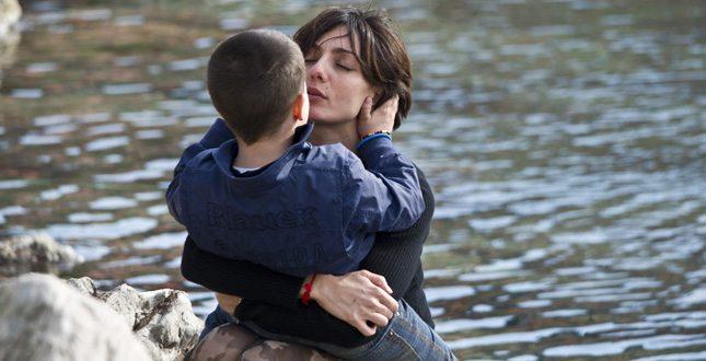 Ambra Angiolini avventurosa: acquazzone durante l'arrampicata con i figli