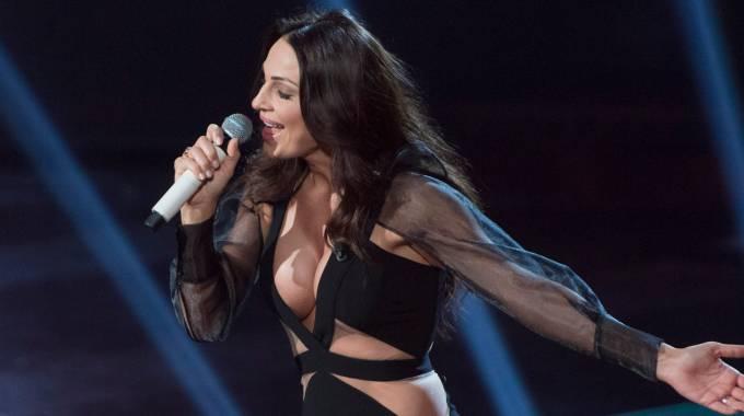 Anna Tatangelo al centro del gossip, la cantante è furiosa: