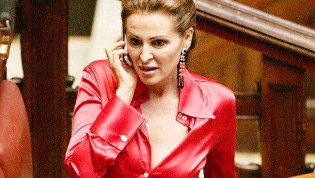 """""""Sei una pu***** da uccidere"""": Daniela Santanché insultata in diretta"""