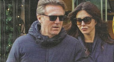 """Sabrina Ferilli e Flavio Cattaneo passeggiata da sposini felici: """"Brindano all'anniversario di matrimonio"""""""
