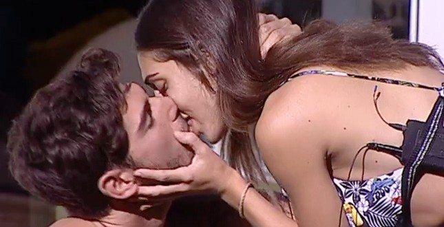"""Cecilia Rodriguez, la chat con Ignazio sui social: """"Non siamo fidanzati, non importa se non piaccio alla sua famiglia""""."""