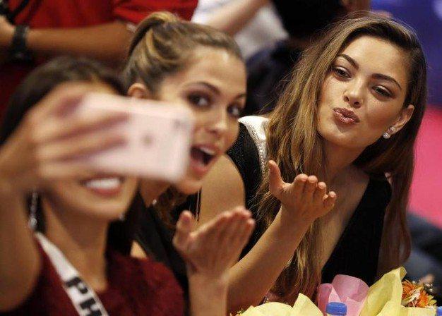 Miss Iraq e il selfie con Miss Israele: la famiglia costretta alla fuga dal paese