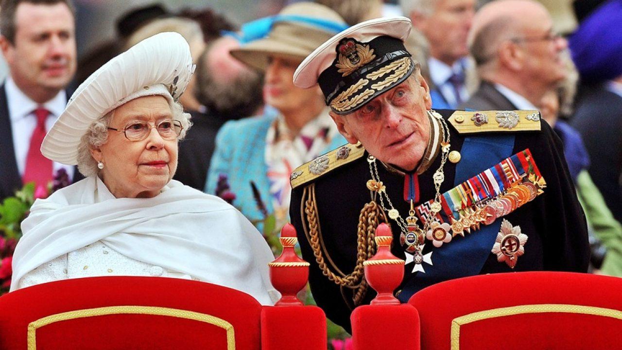 «Il principe Filippo è morto, ma la regina Elisabetta non lo può dire». Il giallo a Buckingham Palace