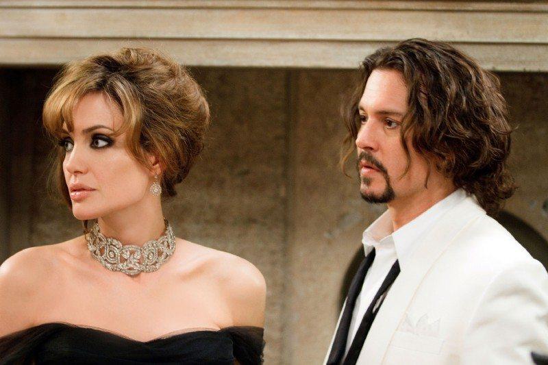 Angelina Jolie consolata da Johnny Depp: