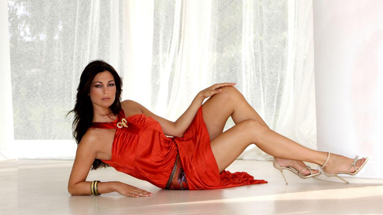 Manuela Arcuri in diretta tv da Barbara D'Urso: