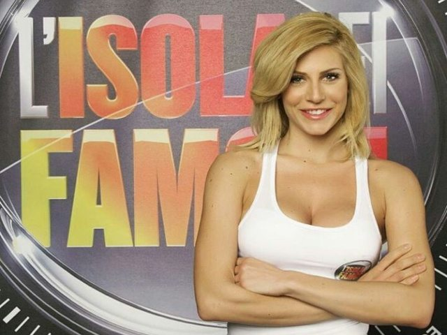 """Paola Caruso contro L'Isola dei Famosi: """"Concorrenti senza personalità, parlano solo di me"""""""