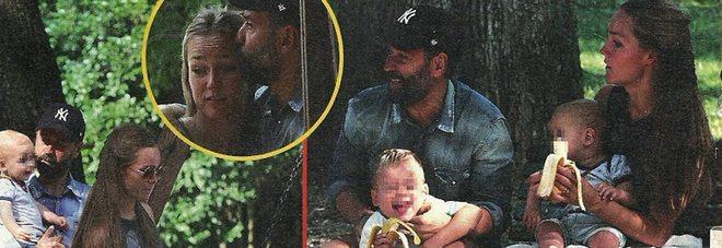 Fabio Volo papà a tempo pieno: al parco con Johanna e i figli Gabriel e Sebastian