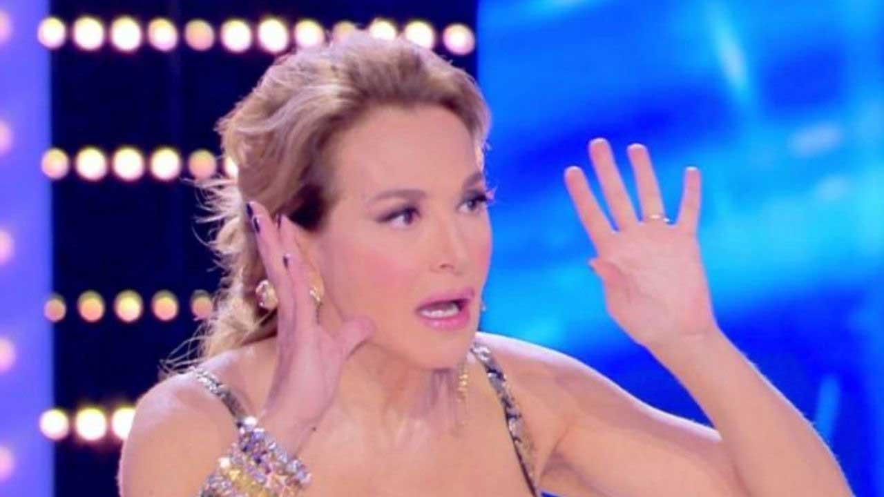 Barbara D'Urso, lite furiosa a Pomeriggio 5. L'ospite compie un gesto choc, lei va fuori di sé: «Non ti permettere mai più...»