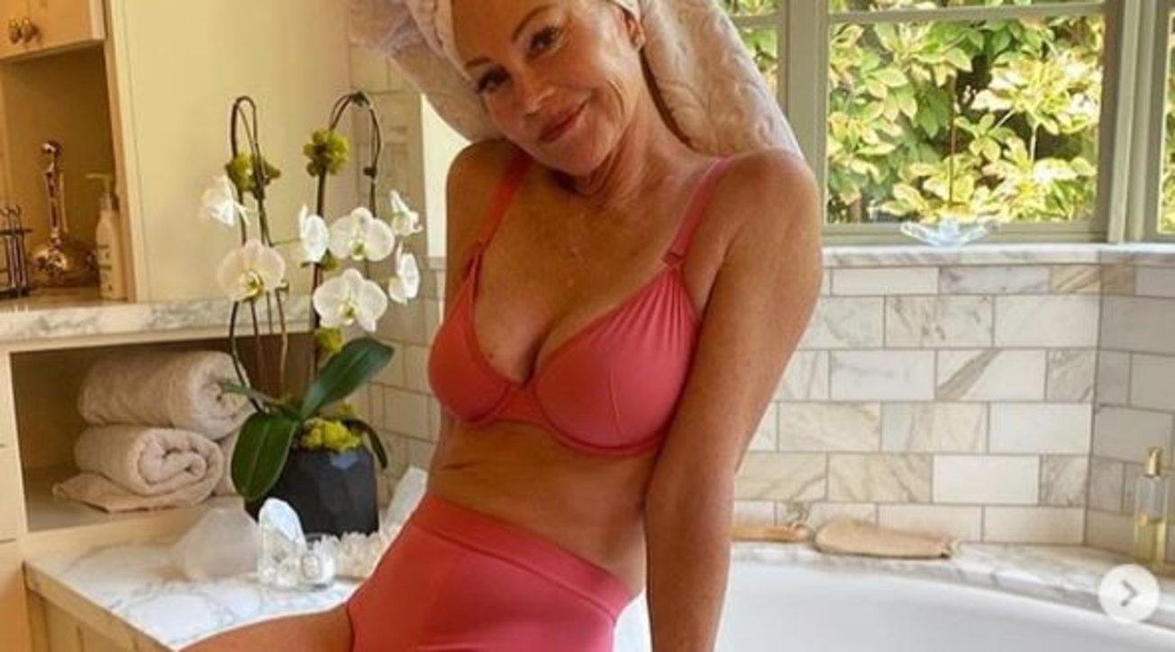 Melanie Griffith incanta i fan con il suo fisico perfetto: a 63 anni in lingerie ha ancora qualcosa da dire