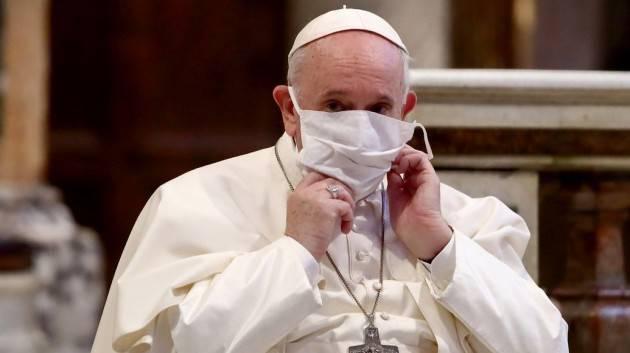 Papa Francesco apre alle famiglie omosessuali: «Si alla legge sulle unioni civili»