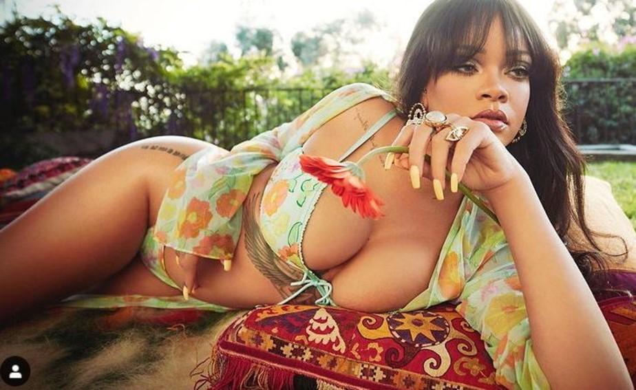 Per Rihanna è già primavera... anzi estate: guarda gli scatti bollenti in lingerie
