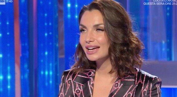 Elettra Lamborghini, colpo della strega a Domenica In: «Gioia, sto malissimo». Devono intervenire i medici