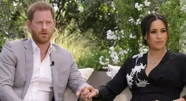 Meghan e Harry da Oprah, la stampa GB choc: «Si autocommiserano evocando razzismo e tentazioni suicide». Ira social: «Via il titolo»