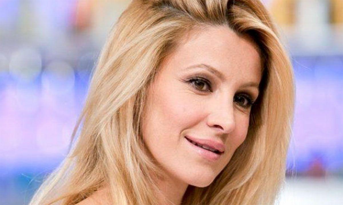 Grande Fratello Vip, Adriana Volpe è sparita dalla Casa? Fan preoccupati: «È uscita?»