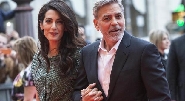 «Starbucks e Nespresso sfruttano bambini nelle piantagioni di caffè». La reazione di George Clooney