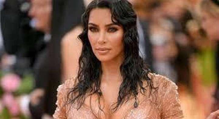 Kim Kardashian esplosiva in intimo: ecco la sua posizione sul coronavirus