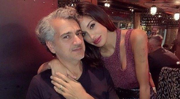 Belen, il padre Gustavo fuori controllo a Milano: «Urla e lancia oggetti dal balcone», le telefonate al 112