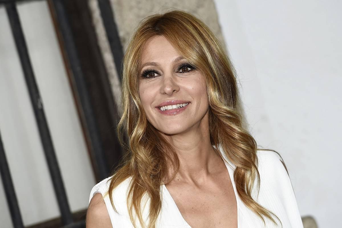 Adriana Volpe, flirt nella casa del Grande Fratello Vip? «C'è tensione sessuale...»