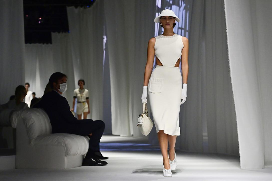Milano Fashion Week, la sfilata di Fendi: un'eleganza sofisticata