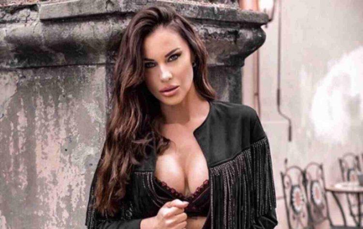 Antonella Mosetti contro Federico Fashion Style: