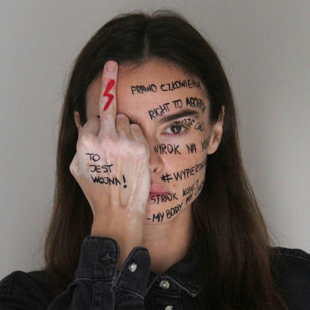 Kasia Smutniak contro il divieto di aborto in Polonia: