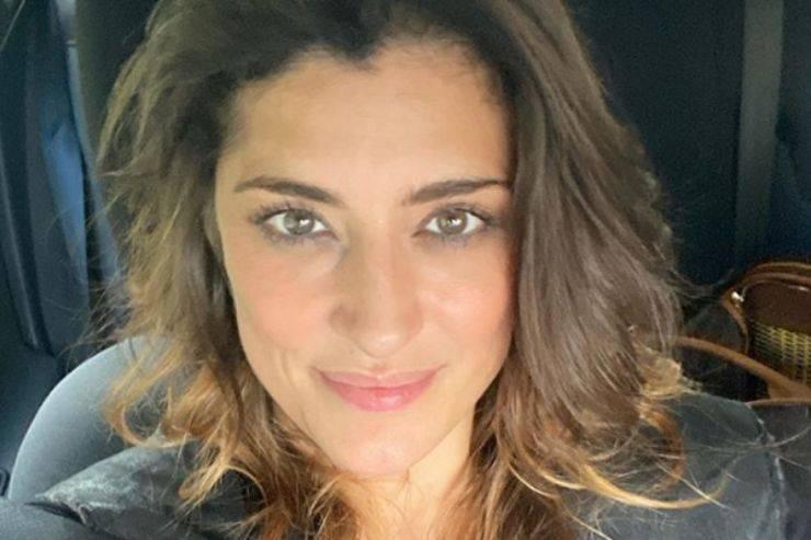 Elisa Isoardi, incidente a Ballando con le Stelle. Todaro preoccupato: «Ferma, ti fai male»