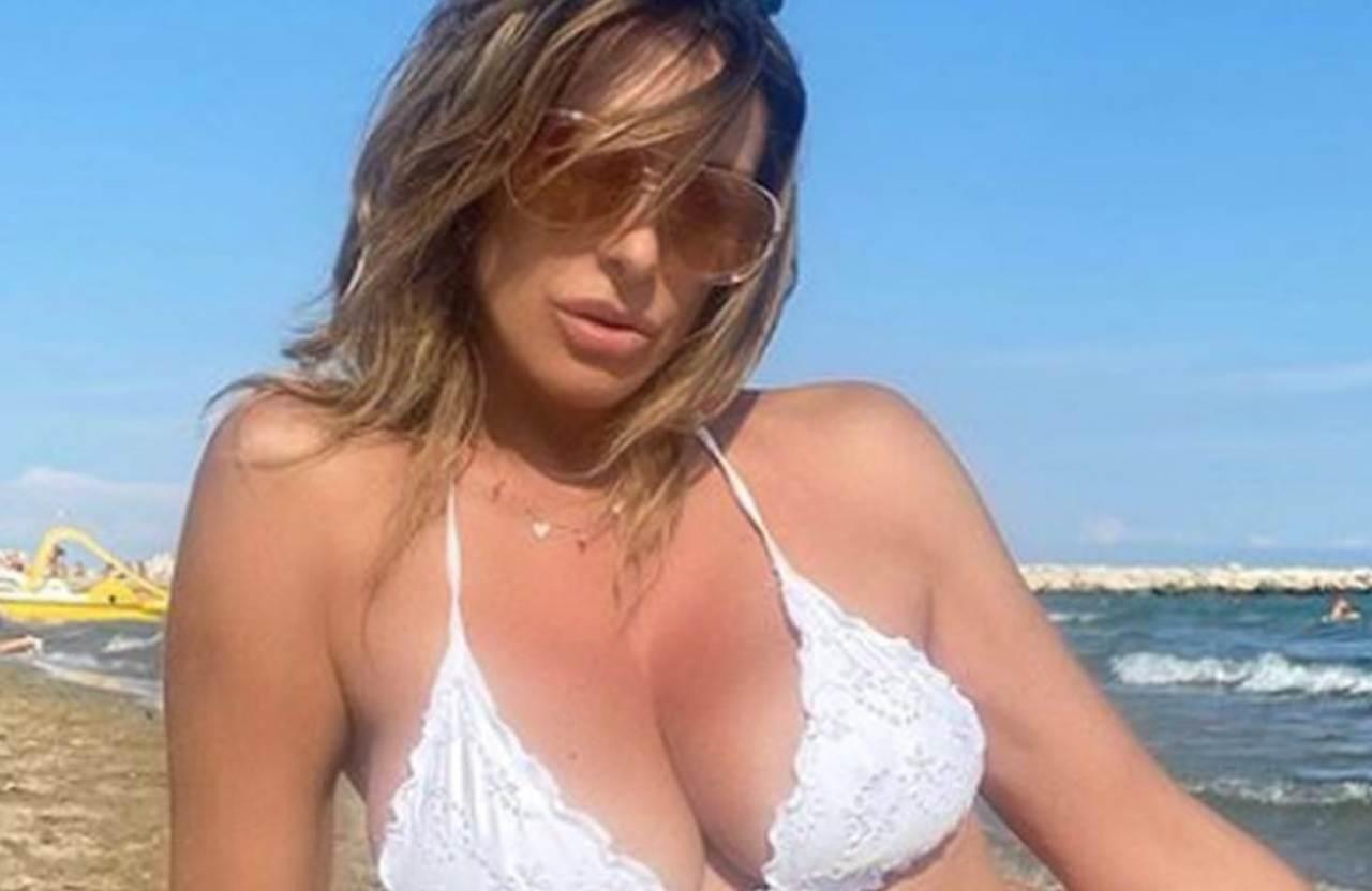Sabrina Salerno manda in tilt i social: bikini mozzafiato e fisico