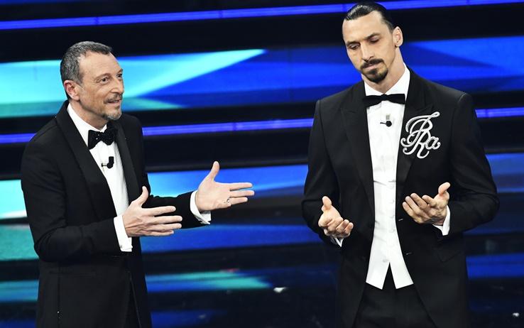 Zlatan Ibrahimovic, lo show sul palco dell'Ariston: «Le regole le decido io. Voglio solo 22 cantanti, 4 vendili al Liverpool»