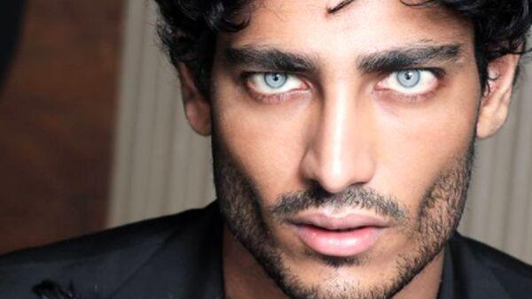 Domenica Live, Akash Kumar: «Un intervento per cambiare il colore dei occhi?». Ecco la sua risposta