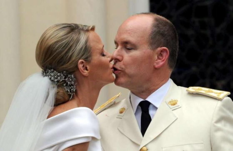Charlene e Alberto di Monaco riuniti in Africa, e intanto arrivano i francobolli per i 10 anni di nozze