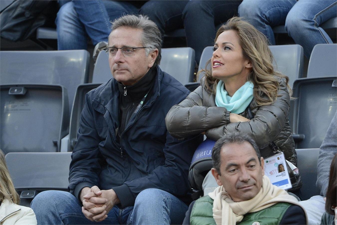Paolo Bonolis e Sonia Bruganelli, pomeriggio al gelo per la partita del figlio