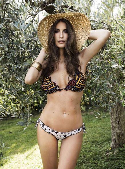 Francesca Fioretti, cu. rve se. xy per le sue vacanze in famiglia