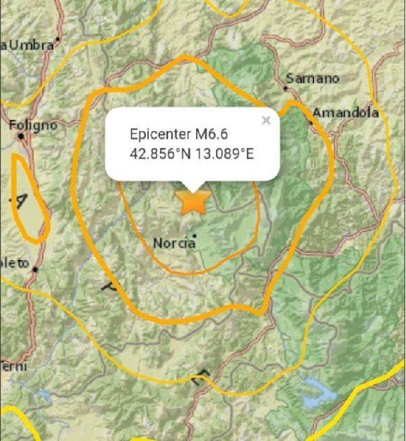 """Terremoto devastante alle 7.40. Magnitudo 6.5, come l'Irpinia. """"Crollate case e basiliche"""". Nove feriti in Umbria, 2 gravi"""