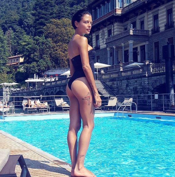 Silvia Provvedi, dediche social e foto ricordo con Corona