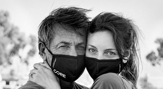 Sean Penn si è sposato con l'attrice 28enne Leila George: «L'ho fatto su Zoom in pochi minuti»