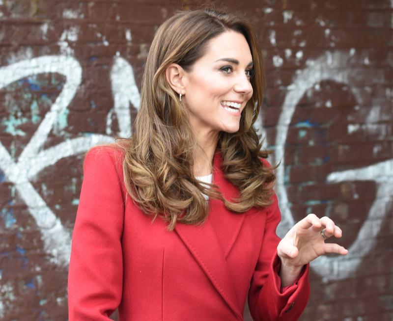 Per Kate Middleton è già inverno: la duchessa incanta con il cappotto rosso firmato Alexander McQueen