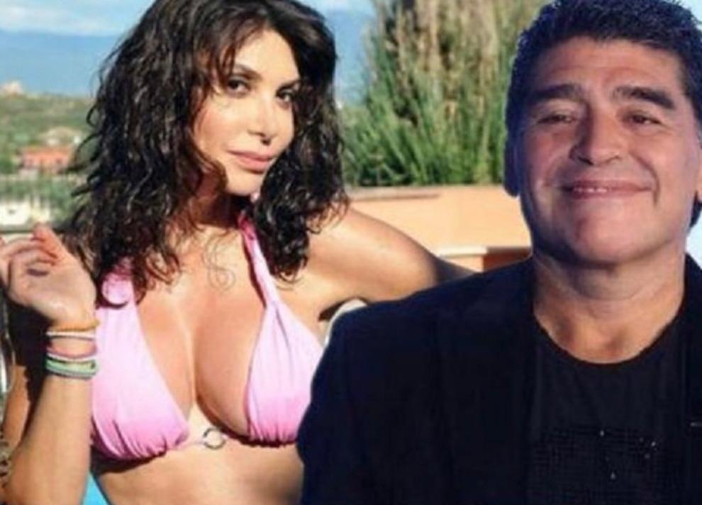 Morto Maradona, Carmen Di Pietro: «Sono distrutta». Ma nel fotomontaggio lei è in costume e sorride. Scoppia la polemica